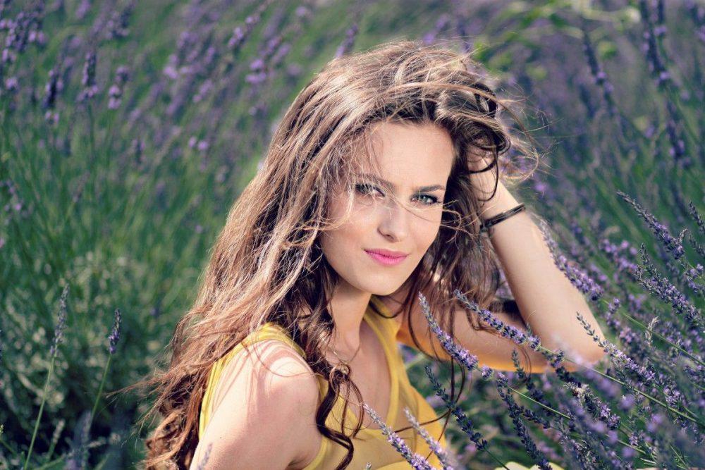 jak zachować zdrowe i lśniące włosy?